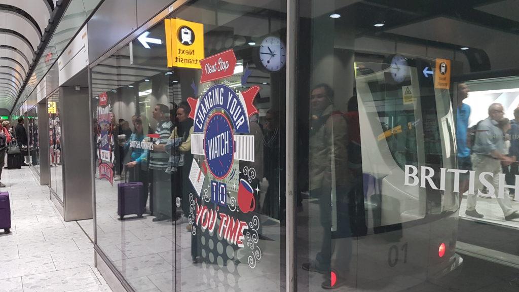 Métro à l'aéroport de Londres.