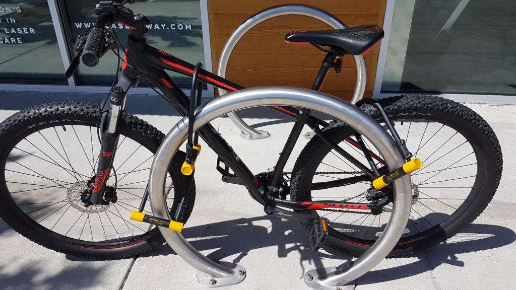 vélo bien attaché à dublin californie : le propriétaire ne fait pas confiance