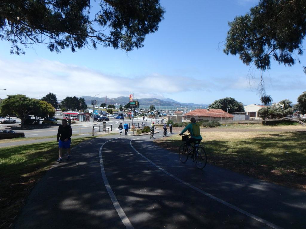 Au loin le Golden Bridge + la Marina. Sur la droite, entrée du Fort Mason.