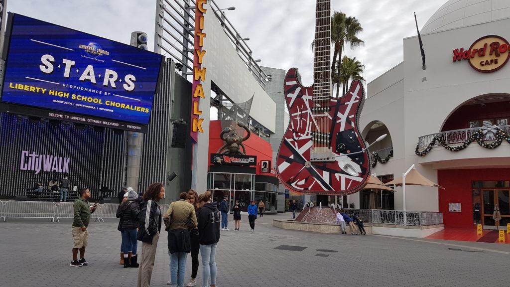 zone commerciale devant l'entrée du parczone commerciale devant l'entrée du parczone commerciale devant l'entrée du parc