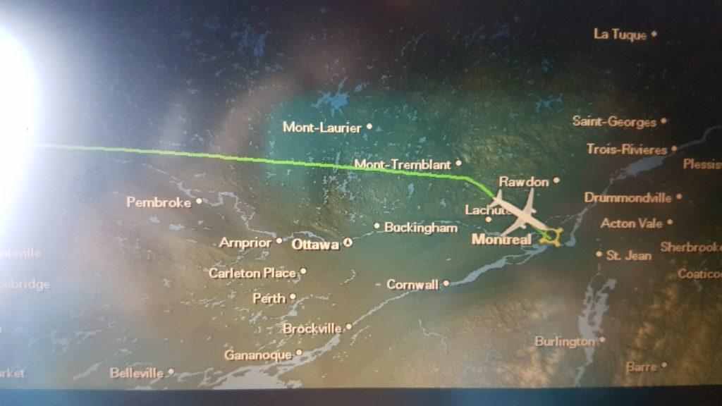 écran qui indique le trajet de l'avion