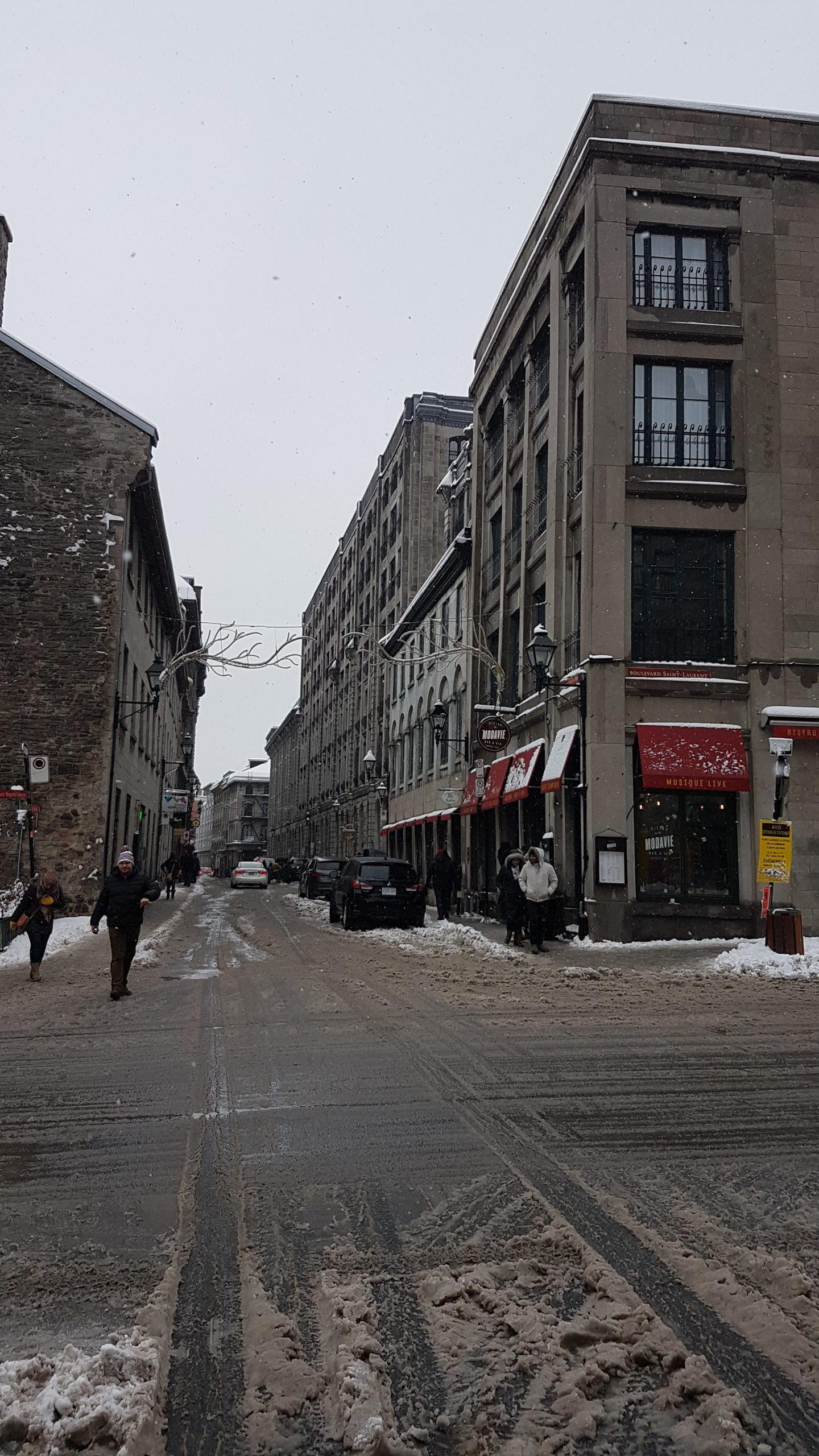 On approche du Vieux-Montréal
