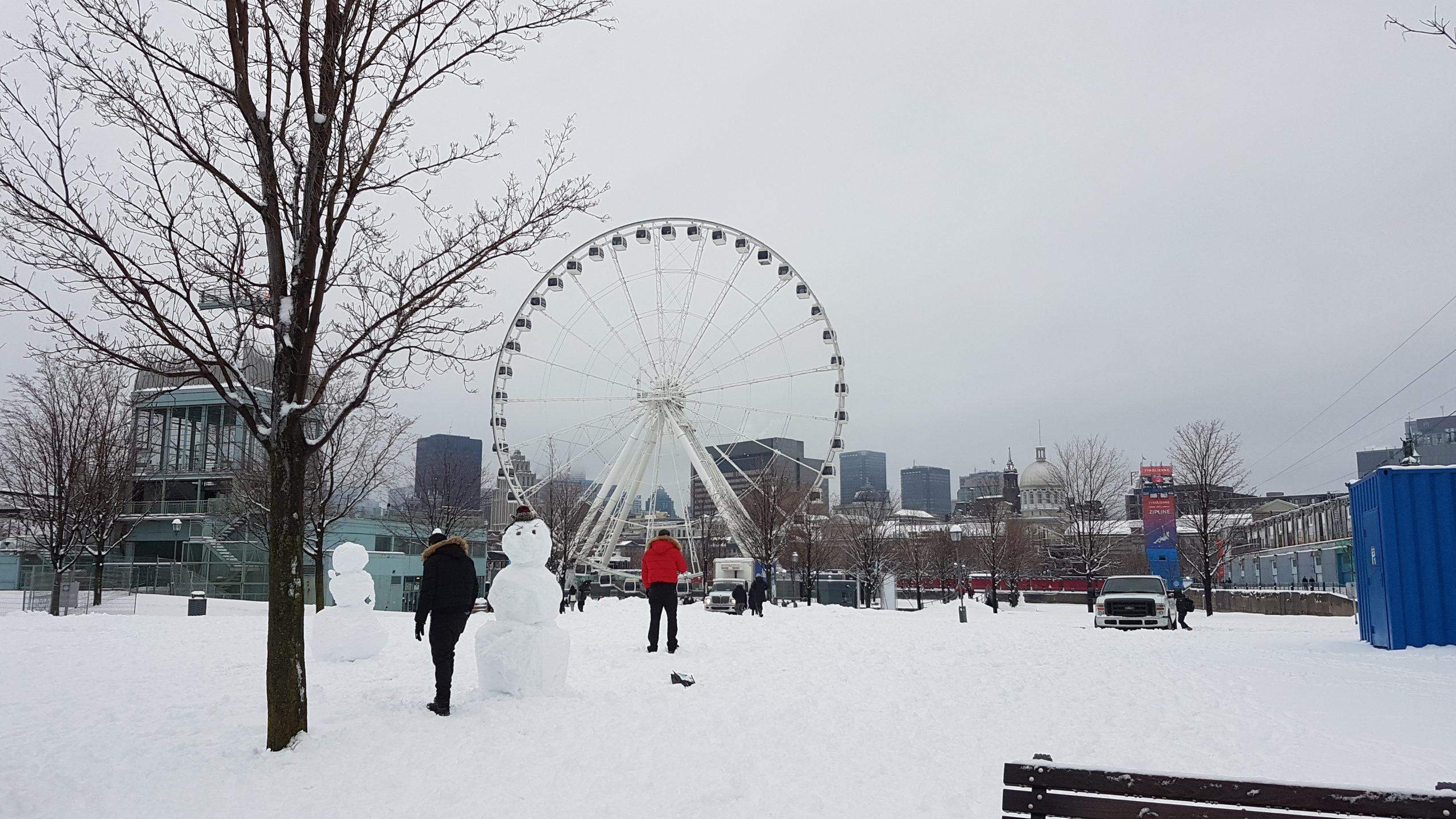 De jolis bonhommes de neige dans le vieux port de Montréal.