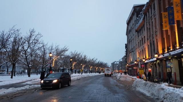 Montréal le jour tombant.