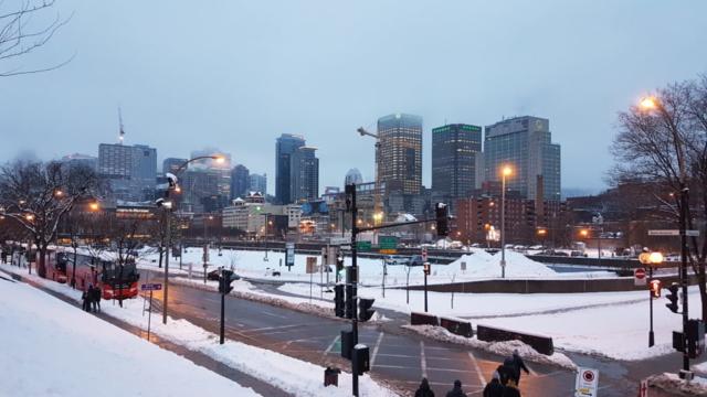 Montréal lorsque le jour tombe.