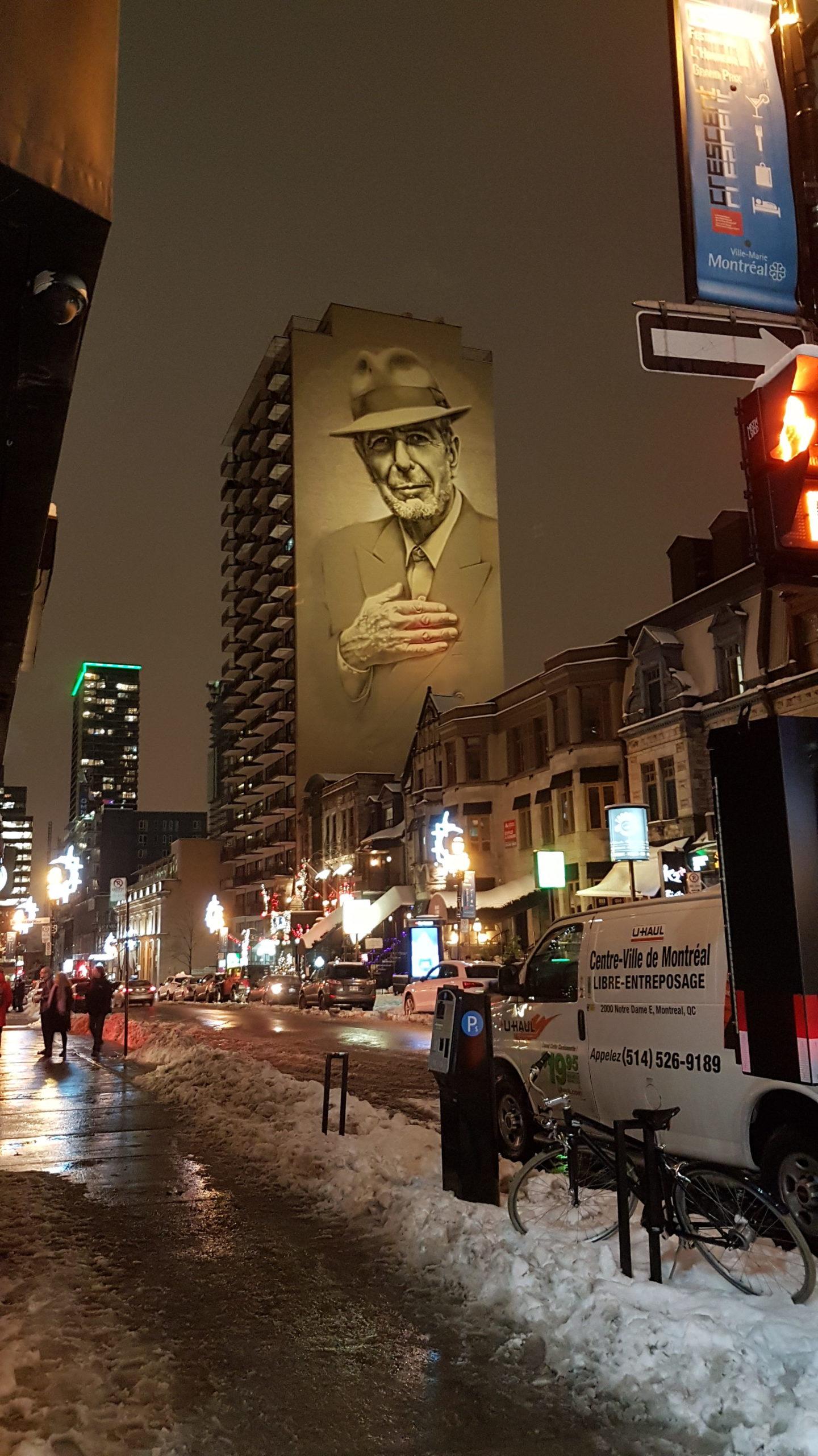 Murale de Leonard Cohen sur un building à Montréal.