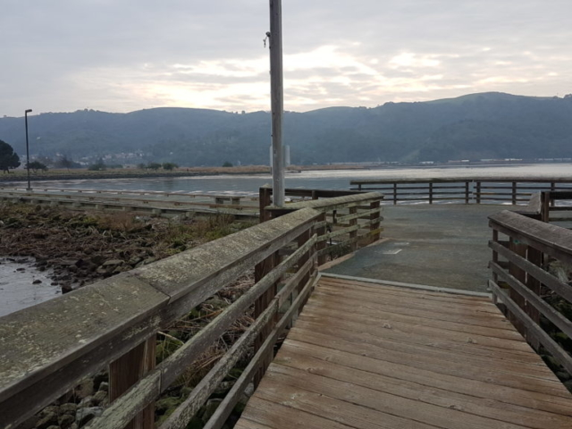 Promenade au bord de l'eau à Martinez Californie