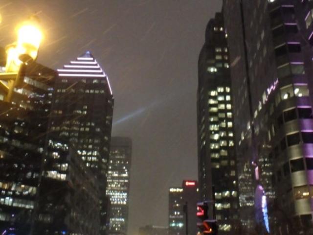 grattes-ciel illuminés dans le centre-ville de Montréal