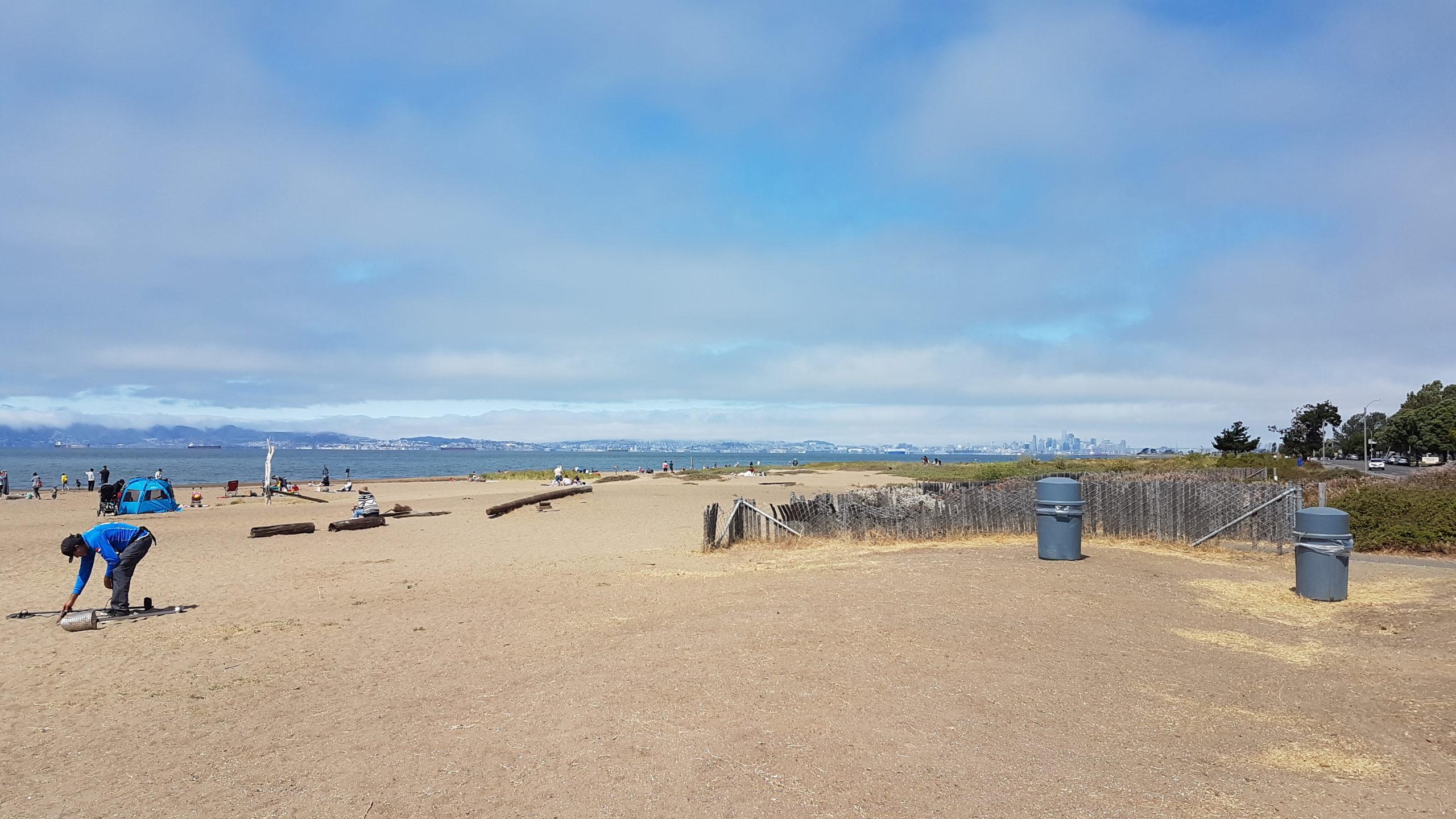En ce moment à Oakland (et donc aussi visiblement Alameda), les nuage ne se dissipent vraiment qu'en début d'après-midi.