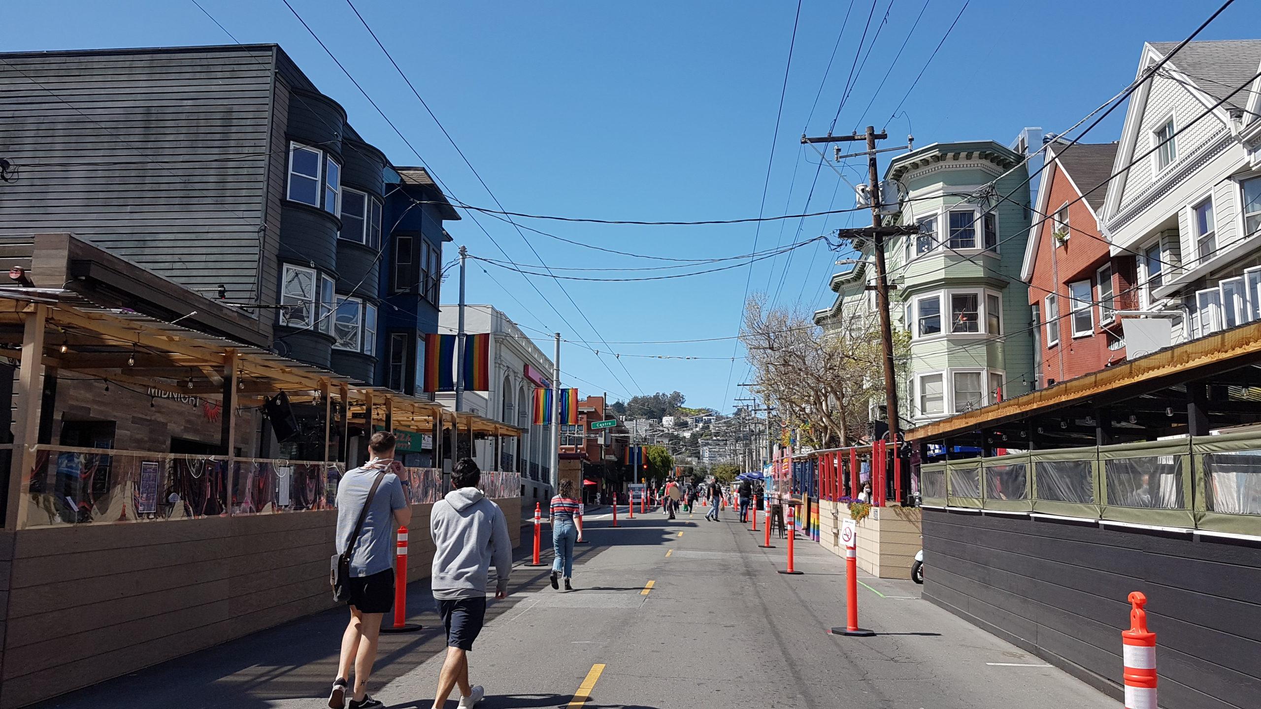 Quelques bouts de rues rendus piétons, histoire que les resto puissent étendre leurs terrasses (covid oblige).